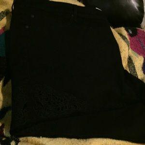 TORRID Embroidered size 6 short shorts